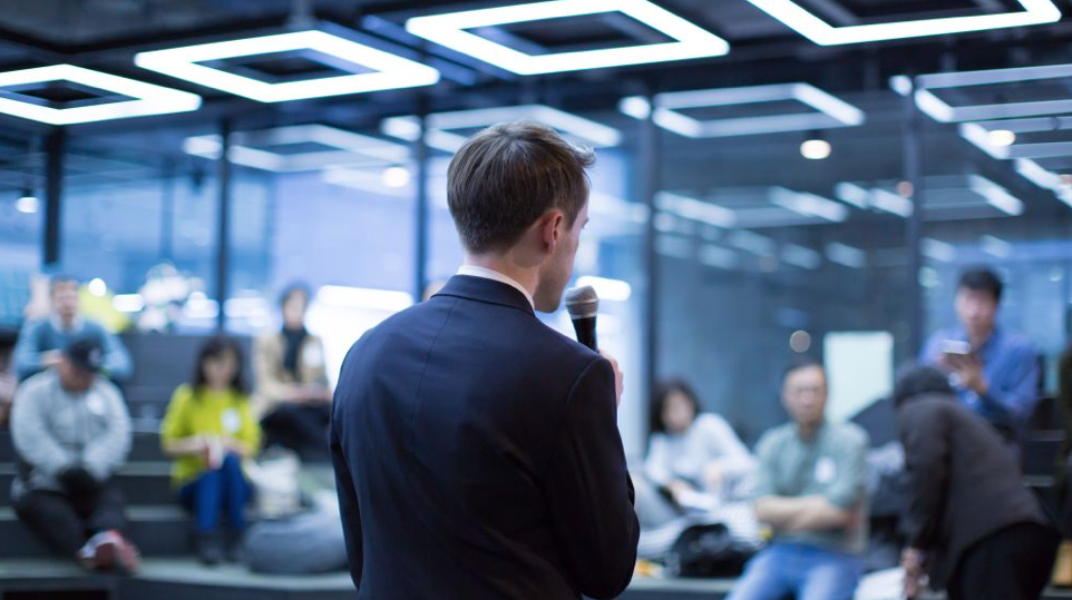 Pitching to Investors: 5 Things To Include To Pitch in 10 Minutes